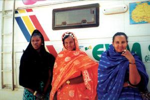 3 Donne e camper
