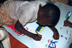 Bambino che disegna 1
