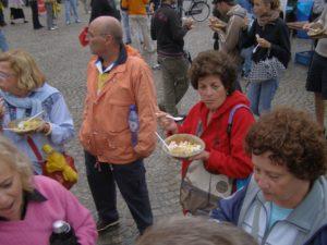 Cena con gli Hare Krishna in piazza ad Amsterdam