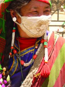 Donna con mascherina 19