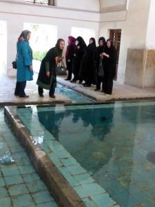 Donne piscina verde P1060239