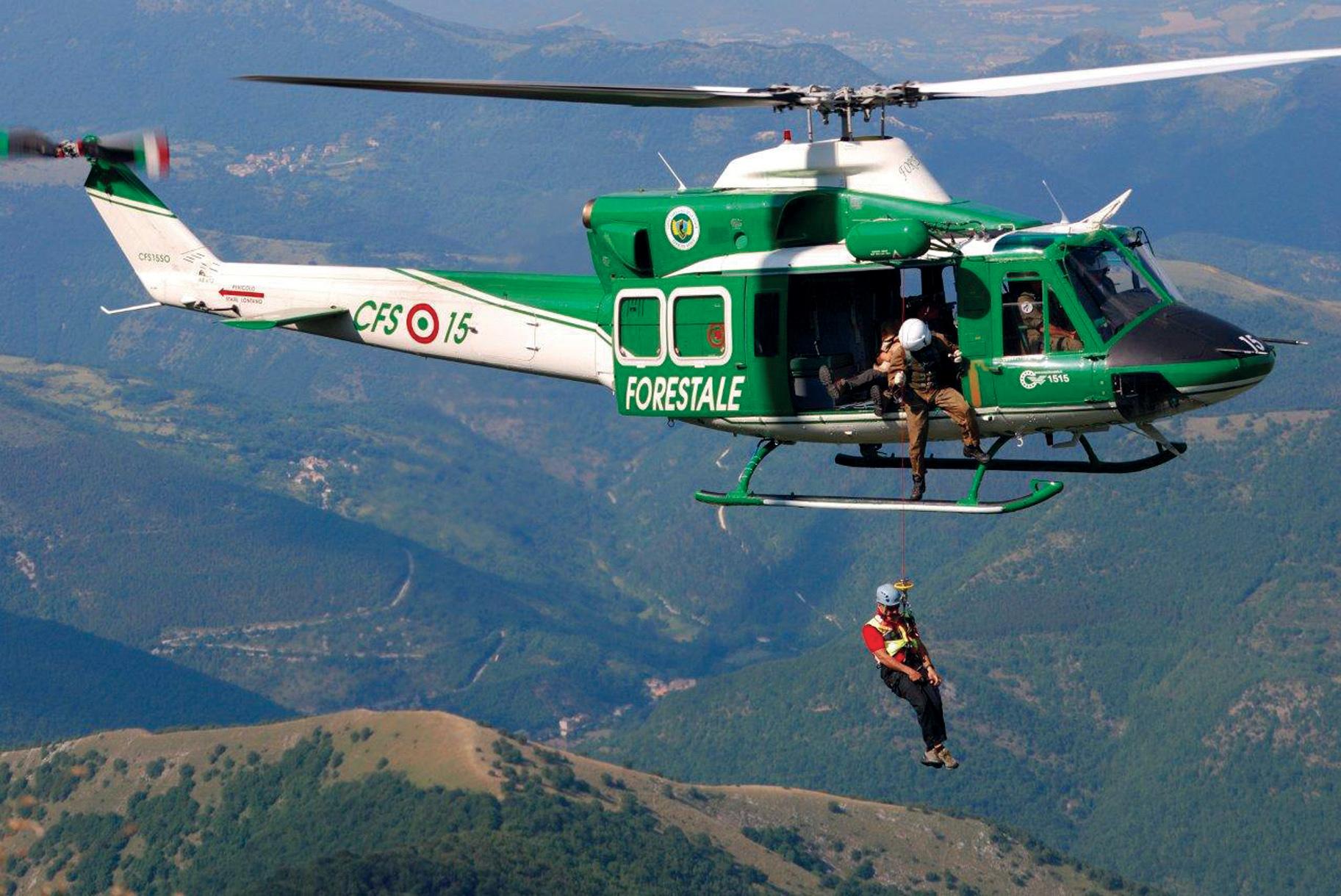 Elicottero Rosa : Recuperare un escursionista colto da malore in montagna