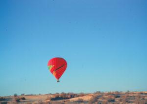 Aerostato nel deserto