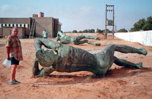 Libia Lucio Perotti nel sito dei Fratelli Fileni, sullo sfondo Walter Romani