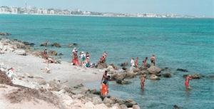 In spiaggia tra i ruderi del porto di Leptis Magna