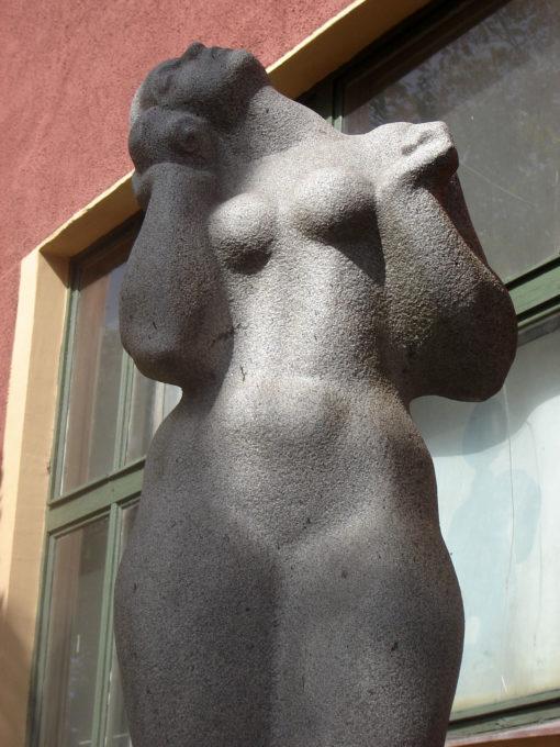 Scultura donna