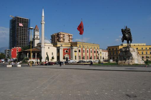 Tirana - piazza Skanderbeg